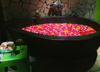 OK Divers Green SPA bath with flowers