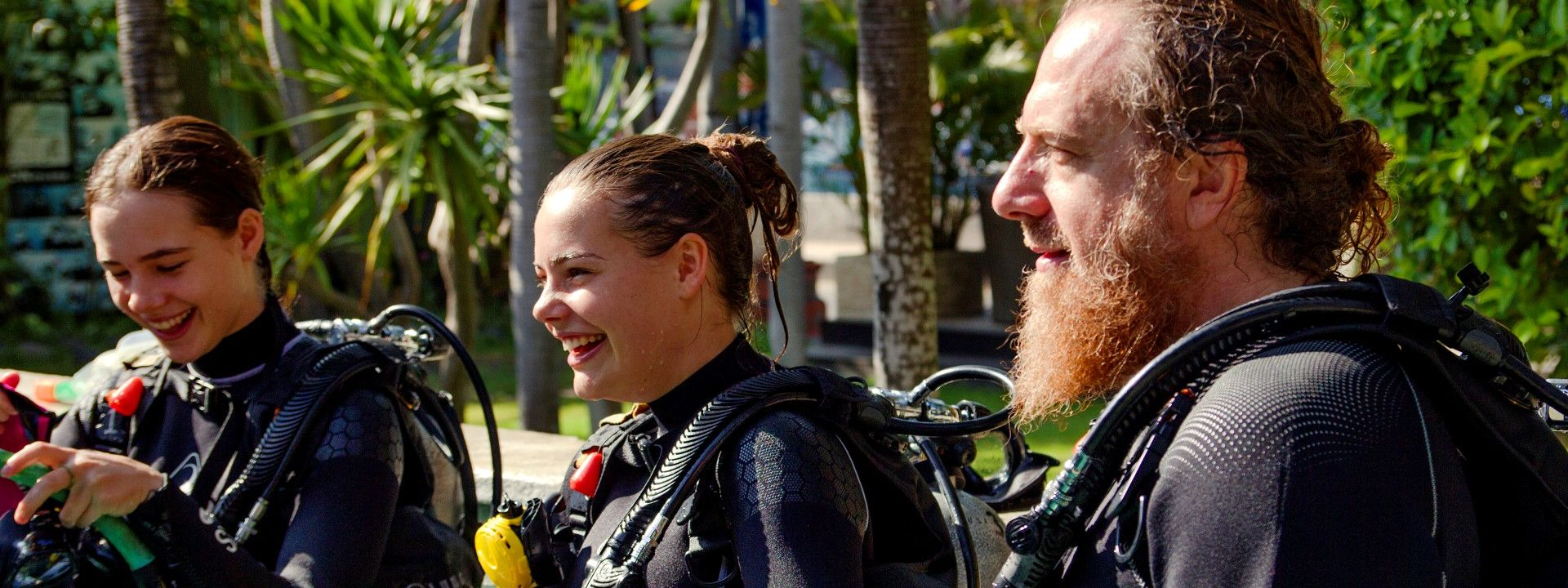 HOW TO CHOOSE A WETSUIT FOR SCUBA DIVING